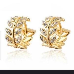 Jewelry - Adorable gold leaf hoop earrings